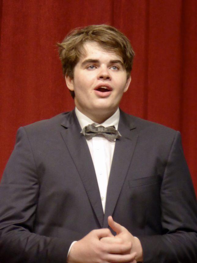 Julian Wakley auf der Bühne, Großaufnahme
